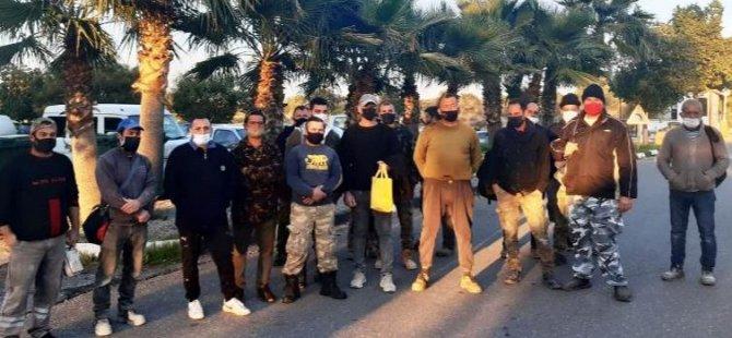 Güney Kıbrıs'ta çalışan işçiler Akyar Sınır Kapısı'nda eylem yaptı.