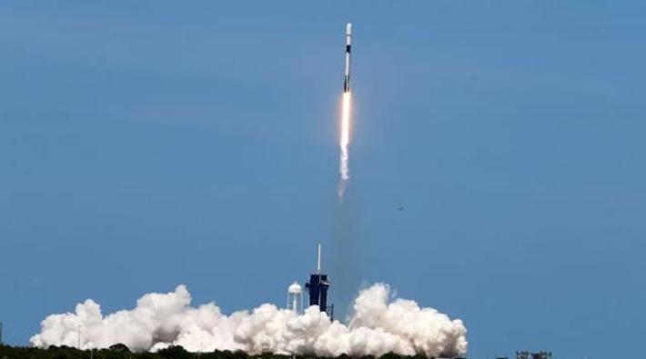 SpaceX, 143 uyduyu tek seferde uzaya fırlattı