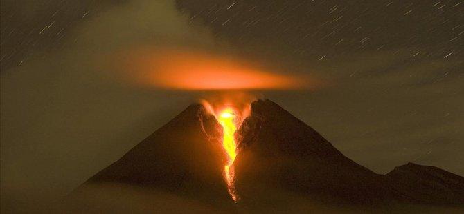 Merapi Yanardağı patladı