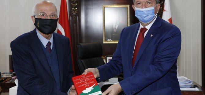 Cumhurbaşkanı Tatar'a Necatigil'den Kitap Takdimi