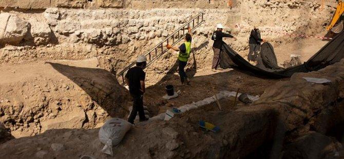 İsrail'de 3 bin yıllık 'çok değerli' mor renkli kumaş bulundu