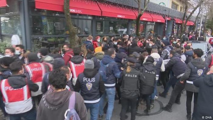 Boğaziçi Üniversitesi'nde gözaltına alınan 98 öğrenci serbest bırakıldı