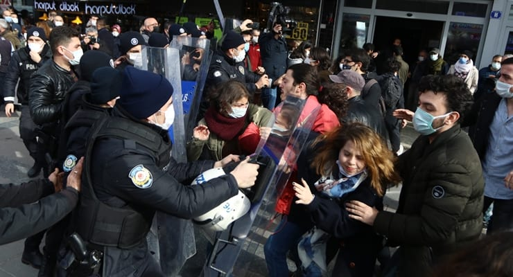 İmamoğlu Boğaziçililerle görüştü: Gençlere uygulanan baskı ve şiddet kabul edilemez