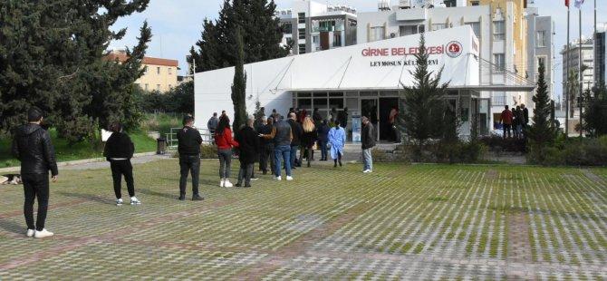 Girne'de Aşı Ve Pcr Testine Yoğun İlgi Olmasına Rağmen Düzen Vardı