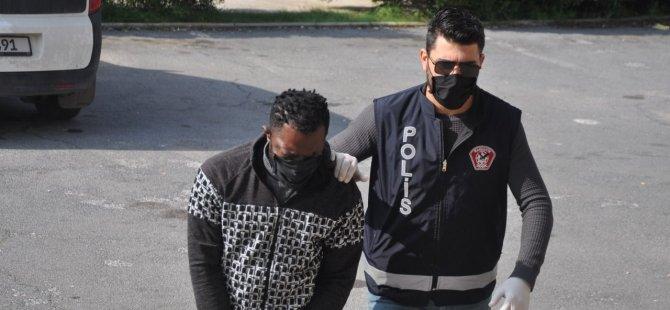 Alışveriş merkezi otoparkında 7gr uyuşturucuyla suç üstü yakalandı