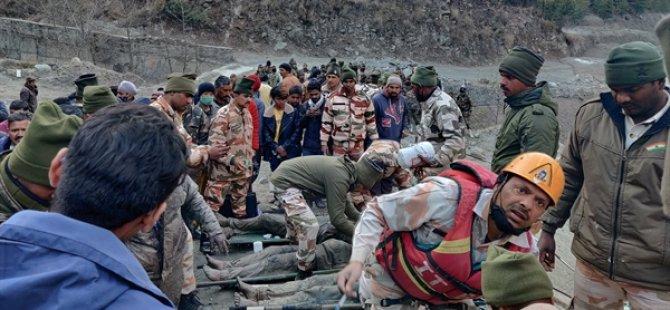 Hindistan'da Bir Buzul Parçasının Barajı Yıkmasıyla 14 Kişi Öldü, 150 Kişi Kayıp