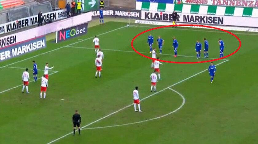 Yeşil sahalarda görülmemiş korner taktiği: Rakip futbolcular şaşkına döndü (Video)