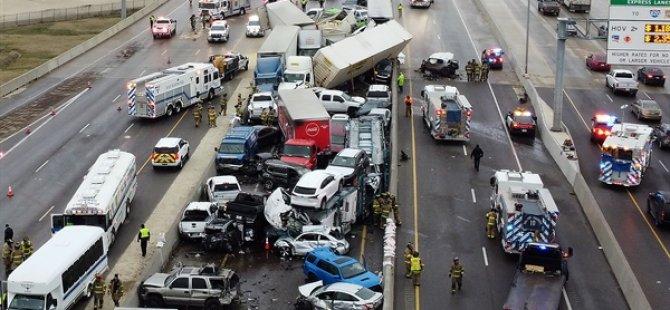 ABD'nin Teksas Eyaletinde Buzlanan Yolda 133 Araç Birbirine Girdi, 6 Kişi Öldü