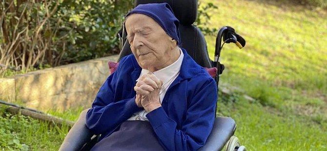 Covid-19 virüsünden iyileşen en yaşlı hasta Fransız rahibe 117 yaşına girdi