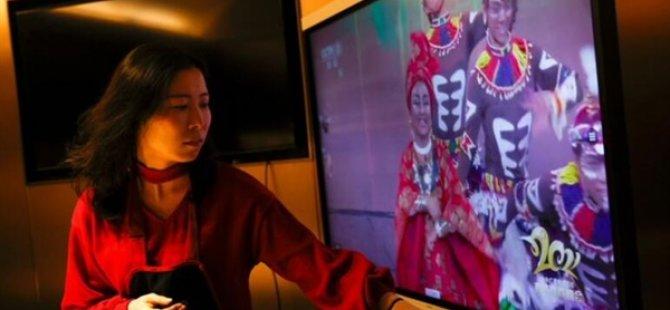"""Çin Televizyonunda Yayınlanan """"Çin Yeni Yılı"""" Kutlamalarındakı Irkçı Tiplemeler Tepkiye Yol Açtı"""