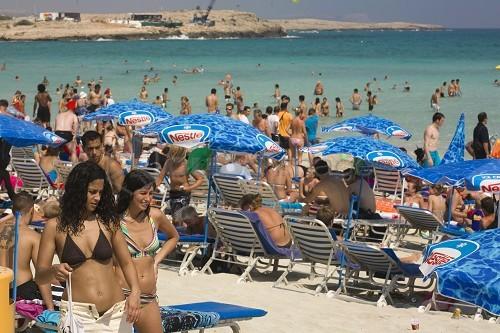 Güney Kıbrıs'a Giden Turist Sayısı Ocak'ta Düştü