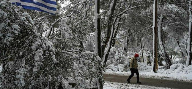 Yunanistan'da Yoğun Kar Yağışı 2 Can Aldı