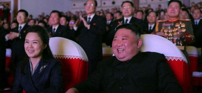 Kuzey Kore lideri Kim Jong Un'un eşi bir yıl aradan sonra kamuoyu önüne çıktı