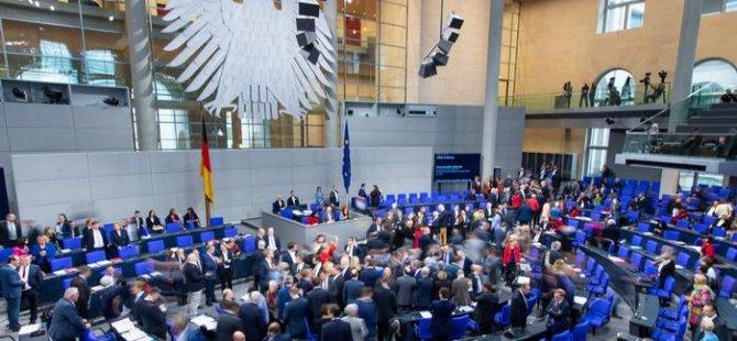 Almanya'da milletvekili maaşları düşüyor