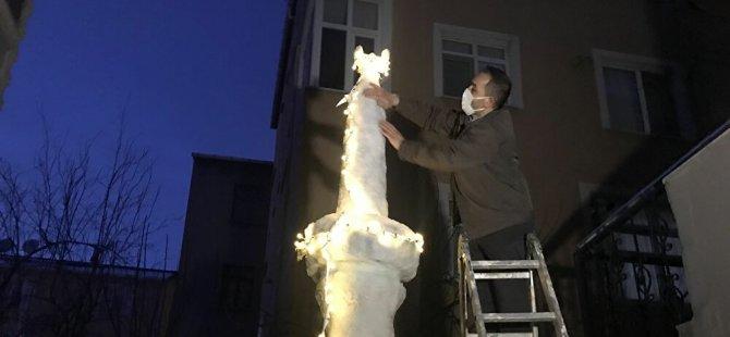 İstanbul'da kardan minare yapıp ezan okuttu