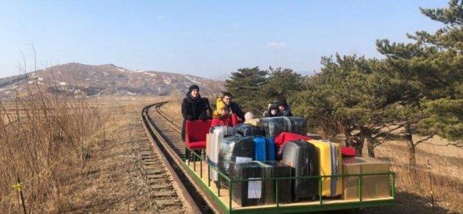 Rus diplomatlar Kuzey Kore'yi drezin iterek terk etmek zorunda kaldı
