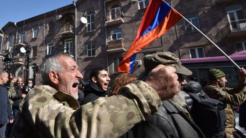 Ermenistan'da Başbakan Paşinyan'ın istifasını isteyen göstericiler hükümet binasına girdi