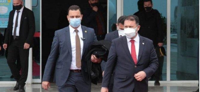 Başbakan Saner Türkiye'ye gitmek üzere adadan ayrıldı