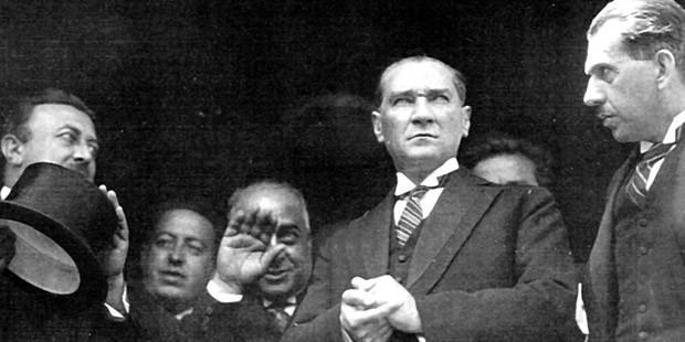 Atatürkçülük ile Atatürk İlke ve İnkilapları ders kitabından çıkarıldı