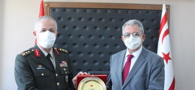 Barış Kuvvetleri Komutanı Öztürk, İçişleri Bakanı Evren'i Ziyaret Etti