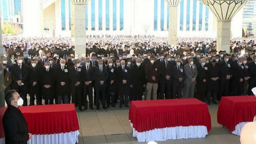 Helikopter kazasında yaşamını yitiren askerler için cenaze töreni düzenlendi