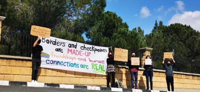 Rum Başkanlık Sarayı önünde Barış eylemi
