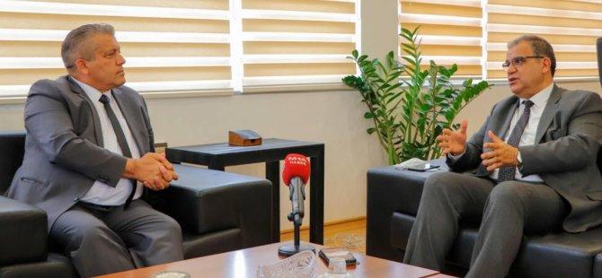 Faiz Sucuoğlu, Gazimağusa Belediye Başkanı İsmail Arter'i ziyaret etti
