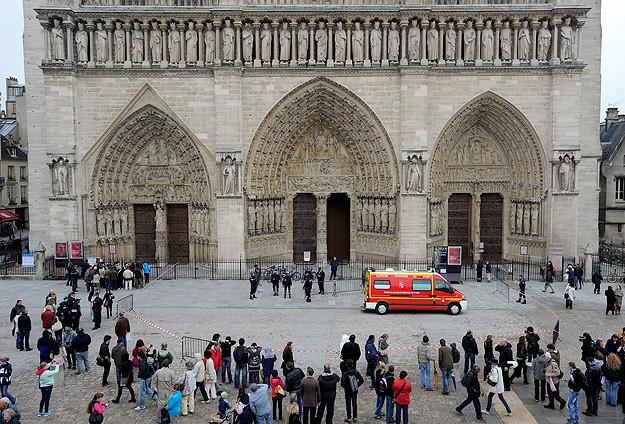 Fransa'nın ünlü tarihçisi katedralde intihar etti