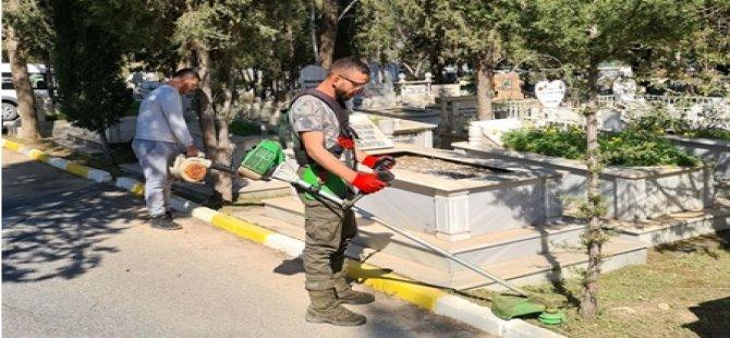 Girne Belediyesi Karaoğlanoğlu Mezarlığı'nda temizlik çalışması yaptı