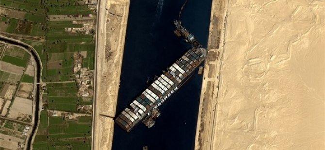 Mısır Süveyş Kanalı'nın Günlerce Kapanmasına Yol Açan Gemiyi Soruşturma Tamamlanana Kadar Alıkoyacak
