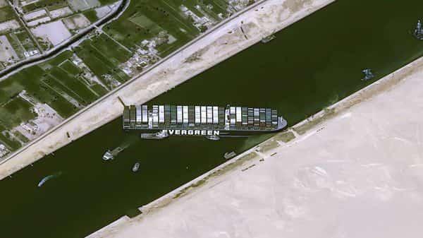 Süveyş Kanalı'nda gemisi sıkışan Evergreen şirketinden 1 milyar dolarlık tazminat talebi