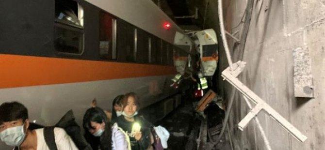Tayvan'da Yolcu Treni Tünelde Raydan Çıktı: En Az 41 Ölü