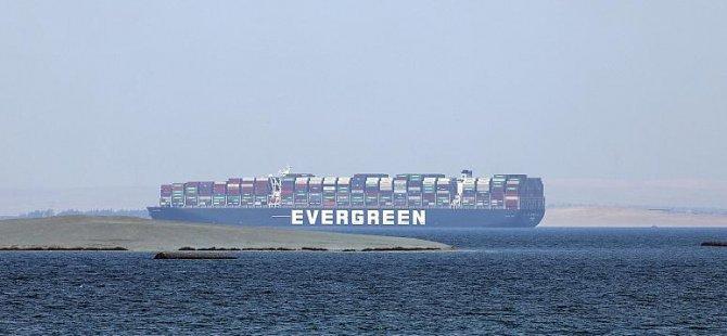 Mısır, Süveyş Kanalı'ndaki zararı için 1 milyar dolar tazminat istiyor