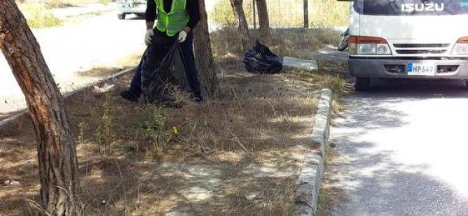 Çevre Dairesi tarafından Cumhuriyet Parkı'nda temizlik çalışmaları yapıldı....