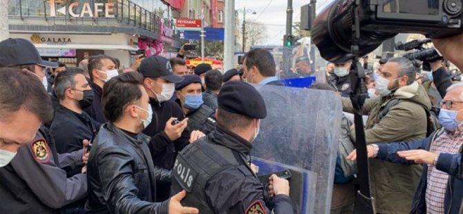"""Sağlık çalışanlarının """"Ölümleri durdurun"""" eylemine polislerden sert müdahale"""