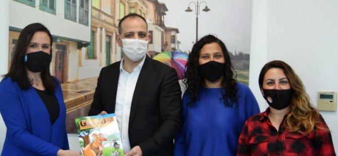 TUFAD masal kitabını Başkan Harmancı'ya takdim etti