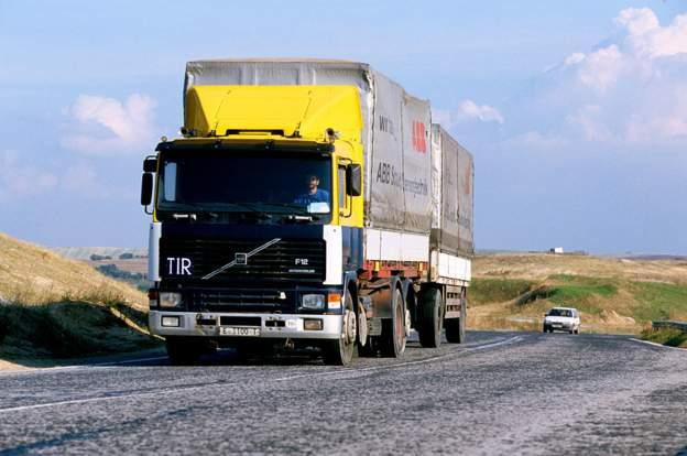 Χιλιάδες Τούρκοι οδηγοί φορτηγών περιμένουν στα σύνορα Ρωσίας-Γεωργίας για εβδομάδες