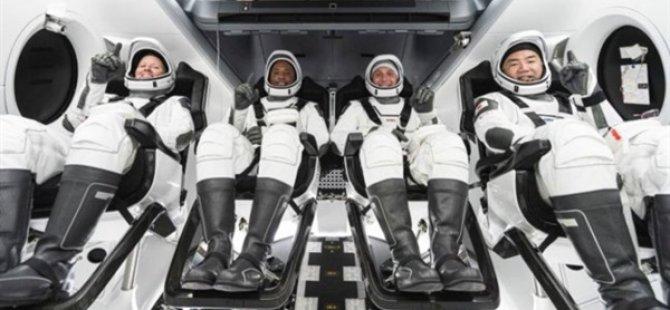 SpaceX, 4 Astronotu Taşıyan Crew Dragon Mekiğini Uzaya Fırlattı