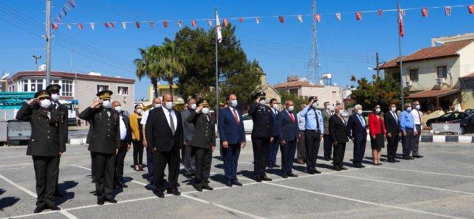 İskele'de Atatürk Anıtı önündeki törende anıta çelenkler konuldu