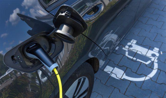 '2030 yılına kadar yüzde yüz yenilenebilir enerjiye geçilebilir'