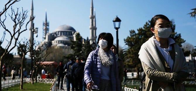 Reuters: Türkiye, vatandaşlarını eve kapatırken yabancı turistleri ağırlıyor