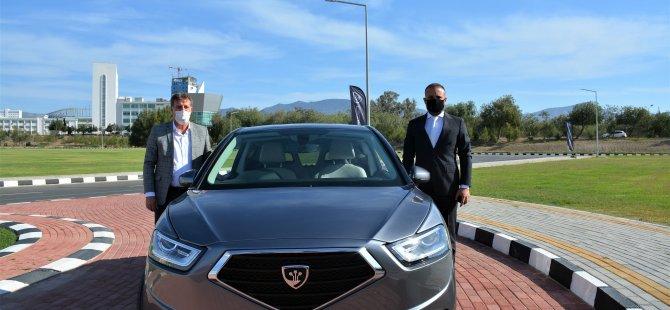 """Başbakan Yardımcısı, Ekonomi ve Enerji Bakanı Erhan Arıklı KKTC'nin Yerli Otomobili """"GÜNSEL""""i Test Etti."""