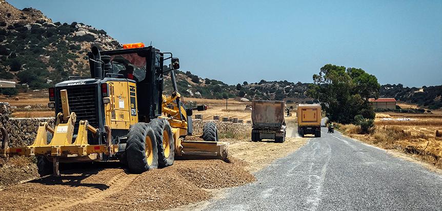 KKTC'de köy yolları ihalesi Ercan Havalimanı'nın yıllardır bitiremeyen TAŞ YAPI'ya...
