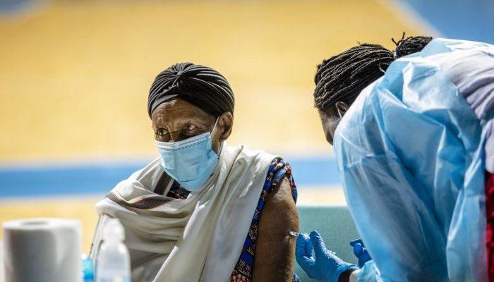Afrika kıtasının sadece yüzde ikisi, tek doz aşılanabildi