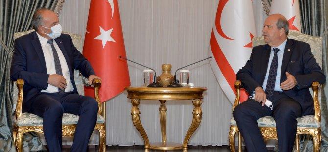 """Cumhurbaşkanı Tatar: """"Benim milliyetçiliğimi kimse sorgulayamaz. Milletimi seviyorum, milliyetçiyim. Vatanımı seviyorum, vatanperverim"""""""