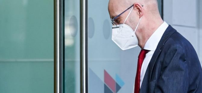 Sırasını Beklemeden Aşı Olan Halle Belediye Başkanı Görevden Alındı