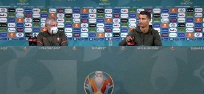 """Ronaldo'ya COCA-COLA'ya Tavrı Sonrası 'İki Yüzlülük' Eleştirisi: """"Geçmişte Reklamlarında Oynadı"""""""