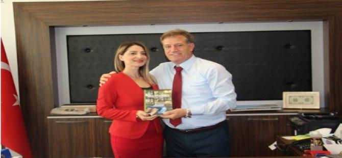 Doç. Dr. Arıklı Yeni Kitabını Bakan Erhan Arıklı'ya Takdim Etti