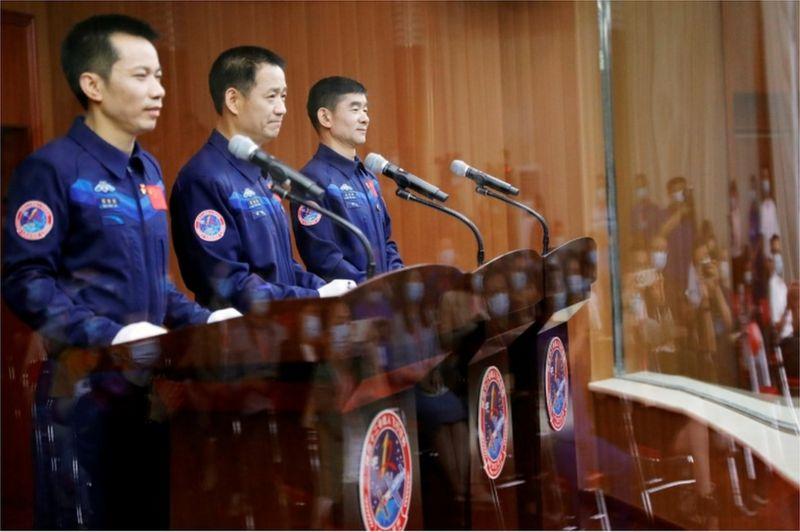 Shenzhou-12: Çin'in yeni uzay istasyonunun ilk mürettebatı göreve başladı