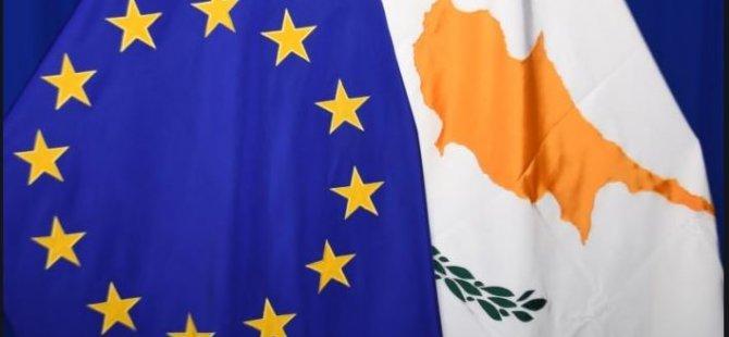 Menendez, Kıbrıslı Türkler ile Rumlar'ın birleşik bir Kıbrıs'ın geleceği için müzakere etmeleri halinde anlaşacaklarına inandığını söyledi